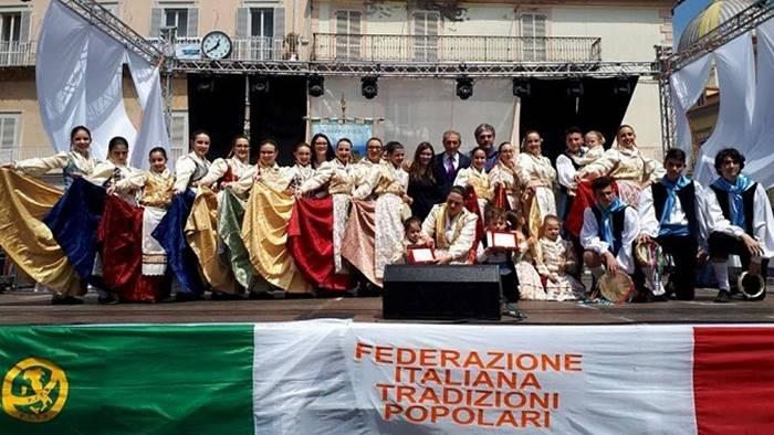 """Il gruppo folk """"Città di Tropea"""" trionfa al festival """"Il fanciullo e il folklore"""""""