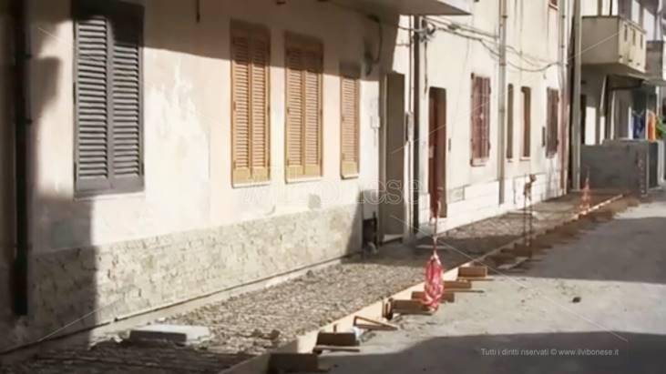 """Vibo Marina, i lavori al """"Pennello"""" e i marciapiedi della discordia (VIDEO)"""