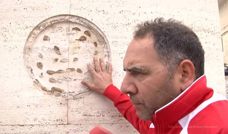 Martino Ceravolo sulla stele dedicata a Filippo