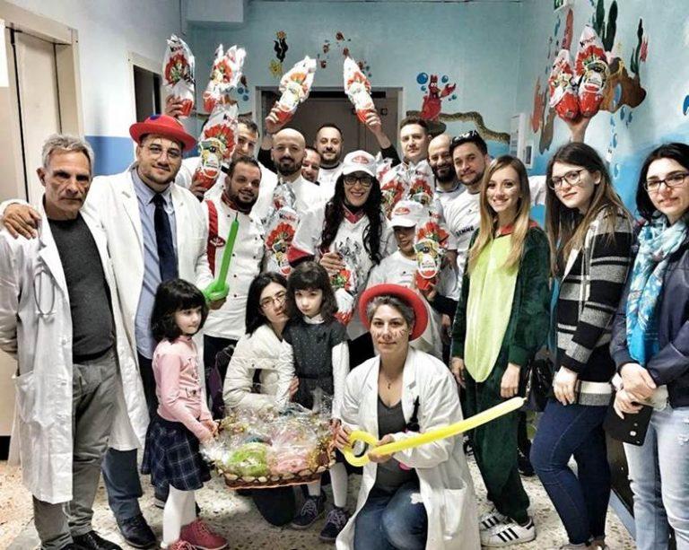 Uova di Pasqua, clown e cioccolatini per i bimbi della Pediatria dell'ospedale di Vibo