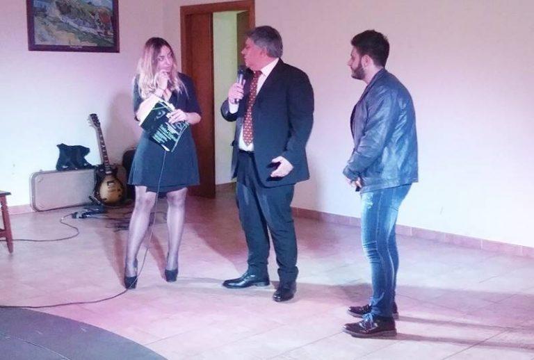 """Applausi a scena aperta a San Calogero per Tonio Sibio e il suo """"Veleno"""""""