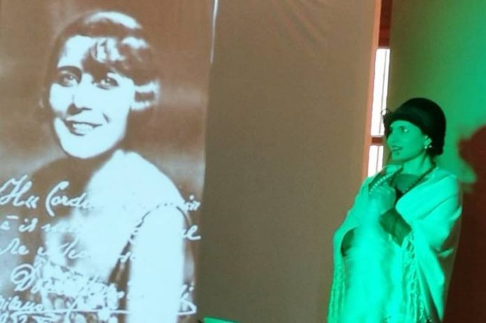 L'attrice e cantante Ivana Pantaleo interpreta Dora Menichelli