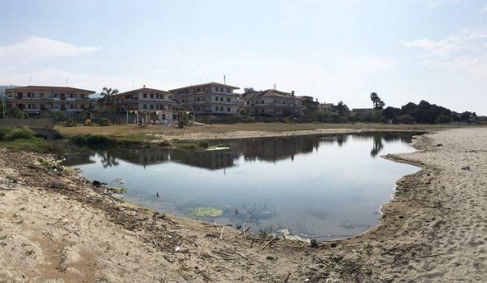 Lo stagno sulla spiaggia di Bivona