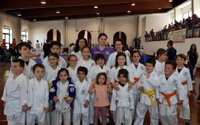 I piccoli atleti della Virtus con il maestra Viola Zangara