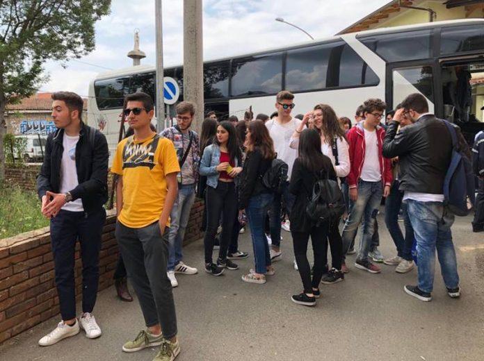 L'arrivo degli studenti a Limbadi