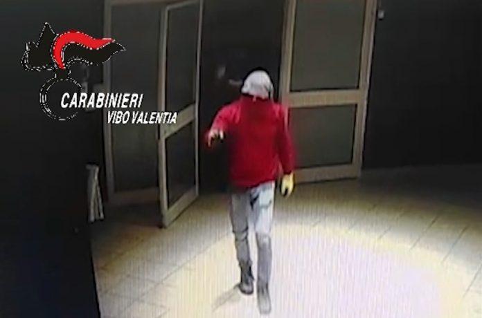 La tentata rapina al centro scommesse
