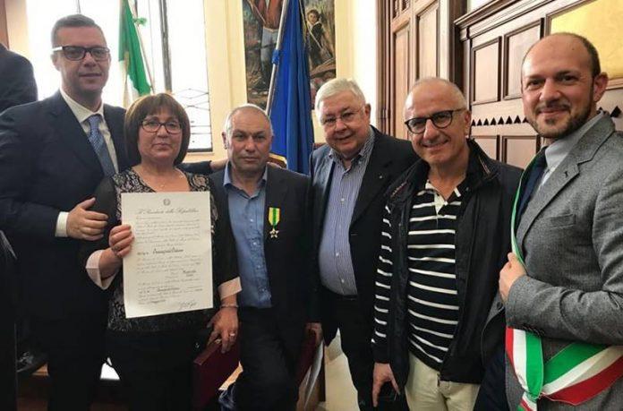Due dei nuovi maestri del lavoro vibonesi con Pippo Callipo e il sindaco di Maierato Silvaggio