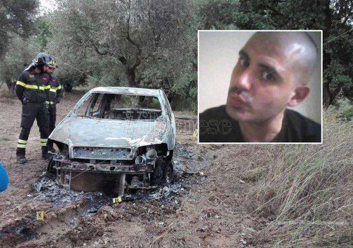 L'auto di Piperno distrutta dalle fiamme, nel riquadro la vittima