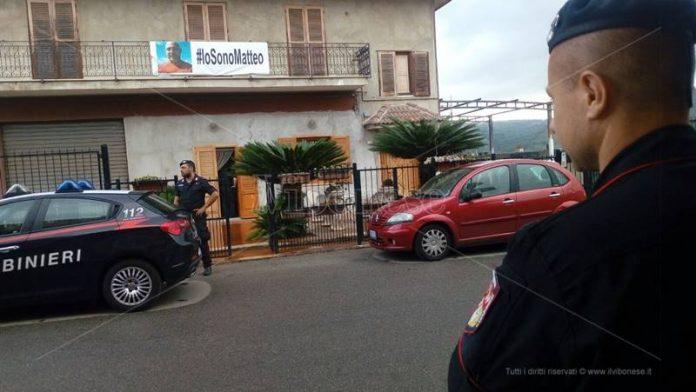 Carabinieri davanti all'abitazione di Sara Scarpulla