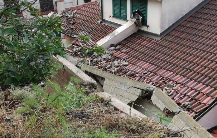 La casa interessata dal crollo a Nicotera