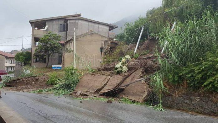 Un muro di contenimento crollato a Nicotera