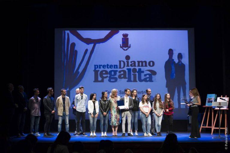 """Gli studenti del """"Colao"""" di Vibo premiati dal capo della Polizia Gabrielli (VIDEO)"""