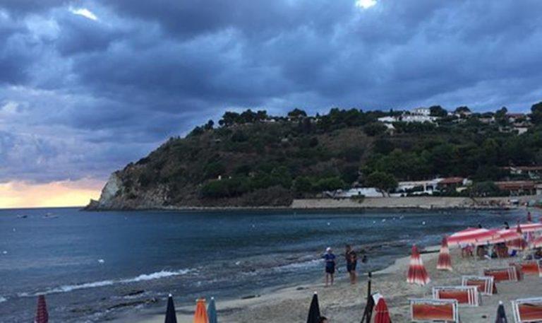 Santa Maria di Ricadi, la fogna arriva a mare: divieto di balneazione