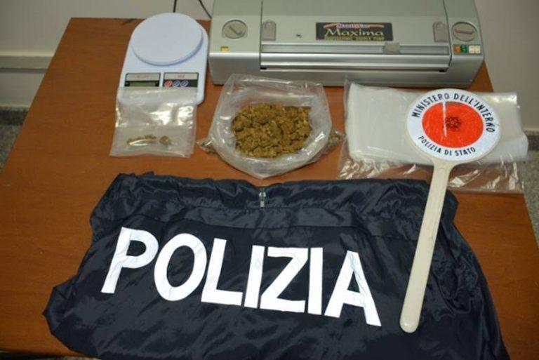 Marijuana dentro casa, arrestato dalla polizia a Ionadi