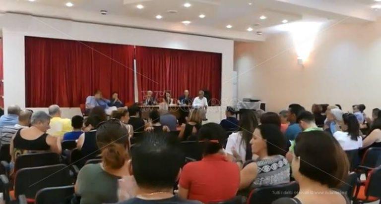 Vibo Marina, il Comune fa marcia indietro: le strisce blu non si faranno (VIDEO)