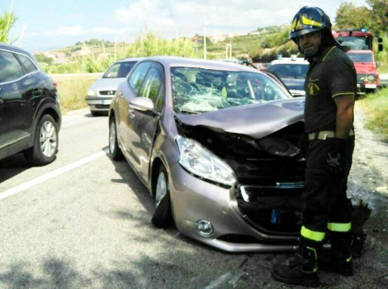 Scontro tra due vetture a Briatico, ferite quattro persone