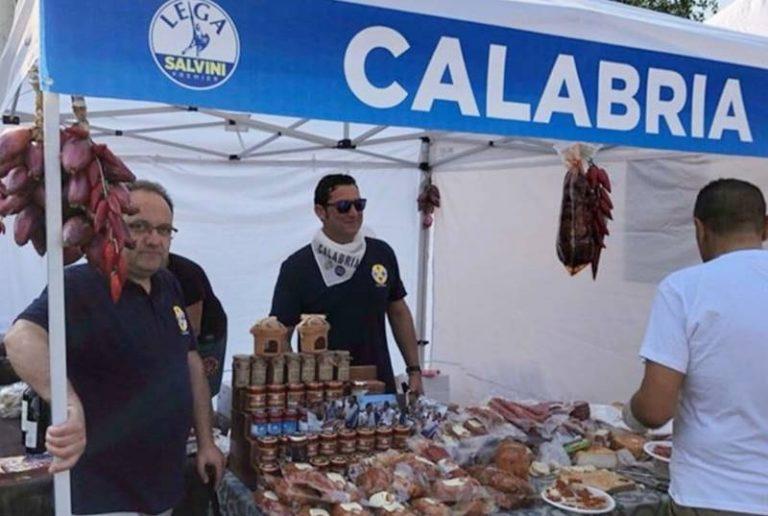 Da Vibo a Pontida, la Lega di Salvini depone lo spadone e imbraccia 'nduja e cipolla