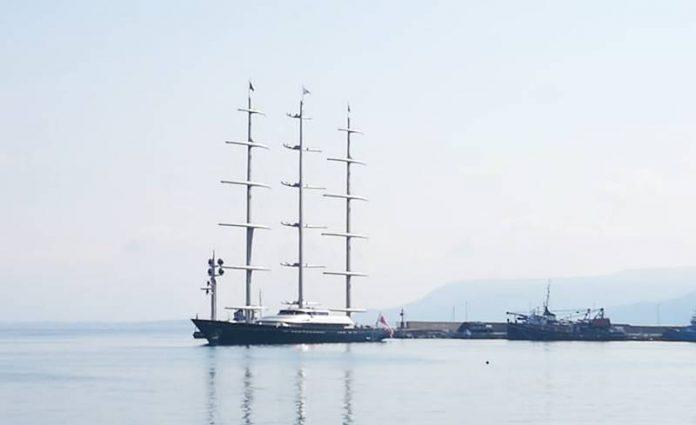 Il Maltese Falcon nel porto di Vibo Marina