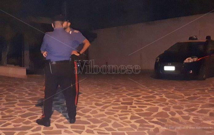 Carabinieri davanti all'abitazione di Milidoni
