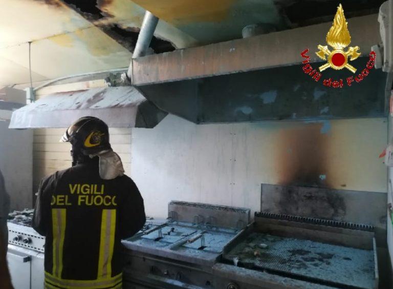 Incendio in un lido balneare di Tropea nel giorno di Ferragosto
