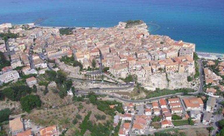Abusivismo edilizio a Tropea: il Comune entra in possesso di 12 manufatti