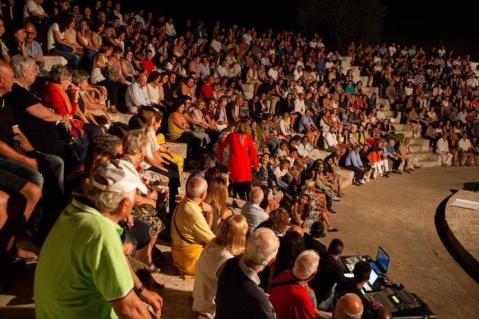 Il pubblico a Torre Marrana in occasione del primo spettacolo