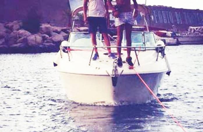 Imbarcazione colpita da un fulmine al largo di Parghelia, paura per quattro giovani
