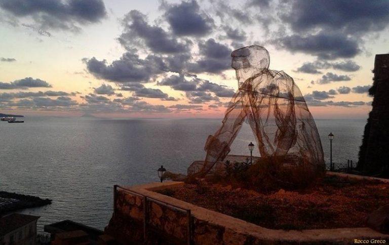 """Pizzo, il """"Collezionista di venti"""" è il più fotografato dai turisti"""