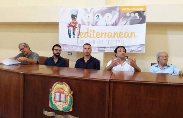 """Stefanaconi capitale della gastronomia con il """"Mediterranean food and art festival"""" (VIDEO)"""