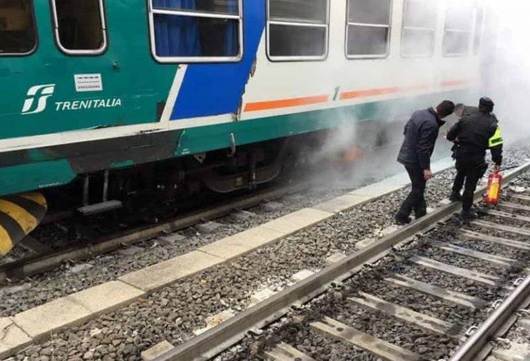 Incendio a bordo di un treno regionale, paura nei pressi della stazione di Nicotera