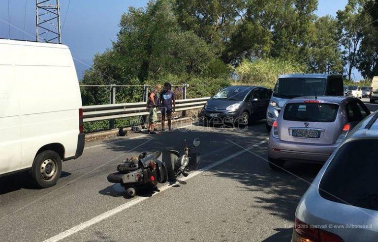 Scontro auto-scooter tra Vibo e Vibo Marina, ferito un motociclista