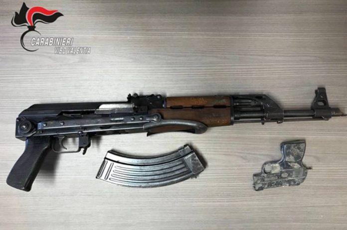 Le armi rinvenute a Nicotera