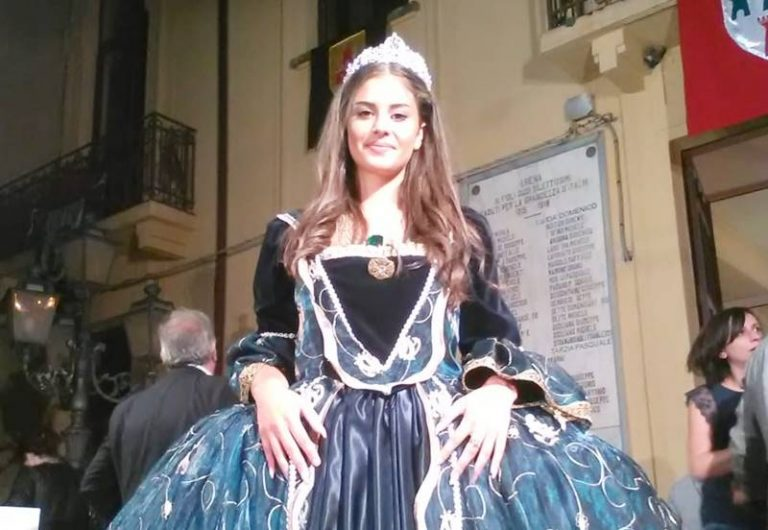 """Sospesi tra storia e mito, grande successo per la """"Castellana di Arena"""""""