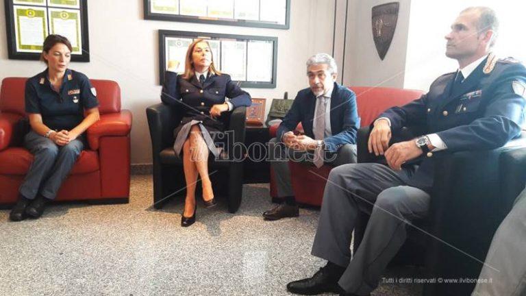 Due nuovi primi dirigenti alla Questura di Vibo, Grassi: «Linfa vitale per la sicurezza del territorio» (VIDEO)