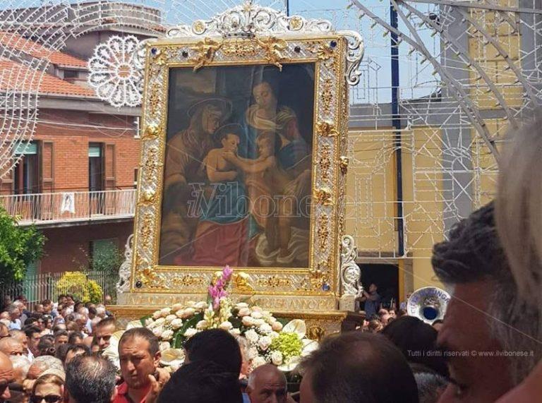 Pregiudicato vuol portare il quadro della Madonna della neve, i carabinieri interrompono la processione a Zungri