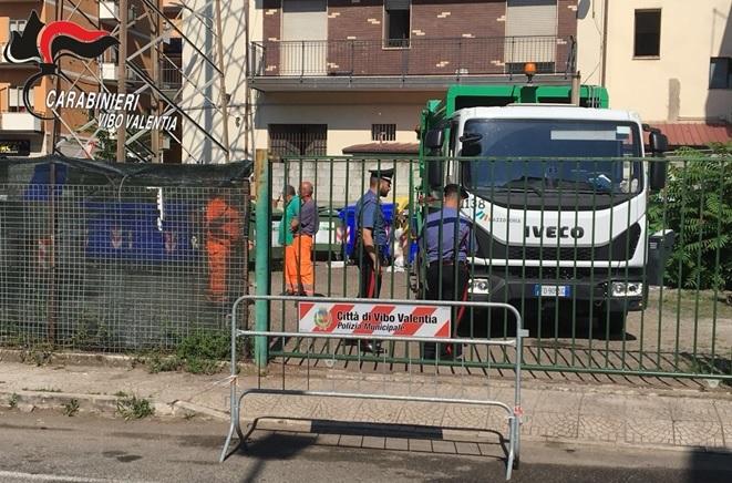 """Sequestro dell'Eco-punto in centro a Vibo, i residenti: «Ora si avvii il """"porta a porta""""»"""