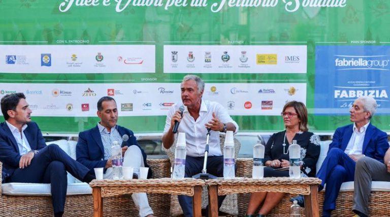 Estate vibonese | Massimo Giletti e Sebastiano Somma conquistano Serra San Bruno (VIDEO)