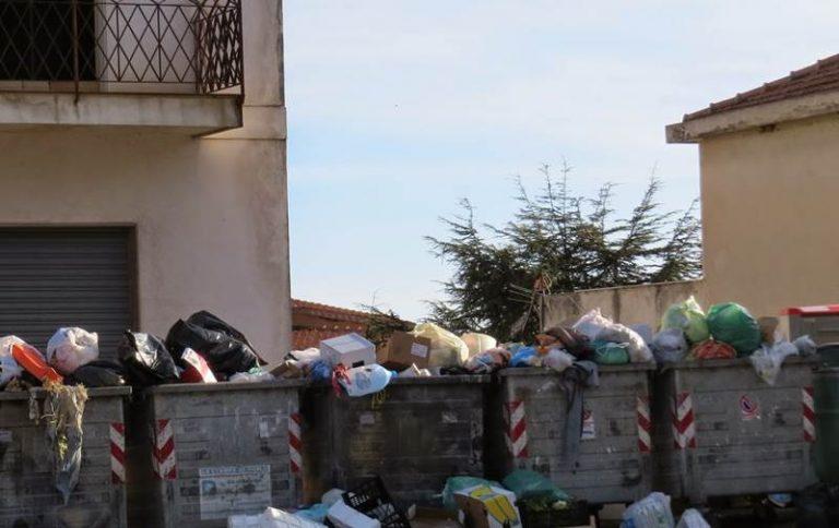 Spazzatura buttata a Nicotera da residenti in altri paesi, arrivano le prime multe