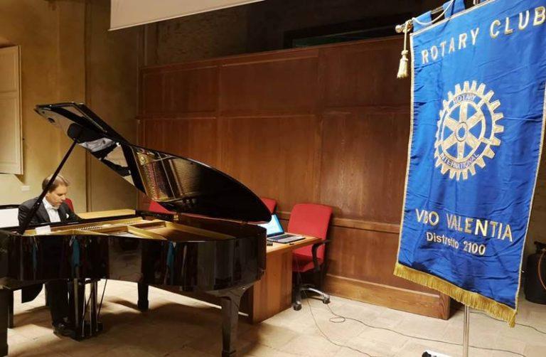 Applausi per l'esibizione del maestro Alessandro Marano a Vibo