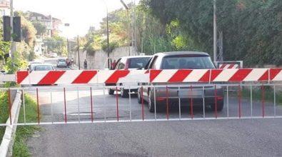 """Ancora panico a Santa Domenica, auto """"sfidano"""" il passaggio a livello"""