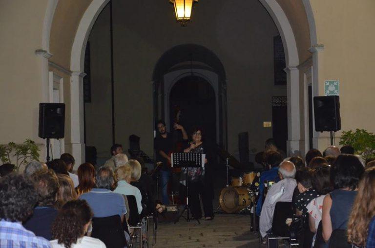 Di scena a Mileto la canzone napoletana, successo per il concerto