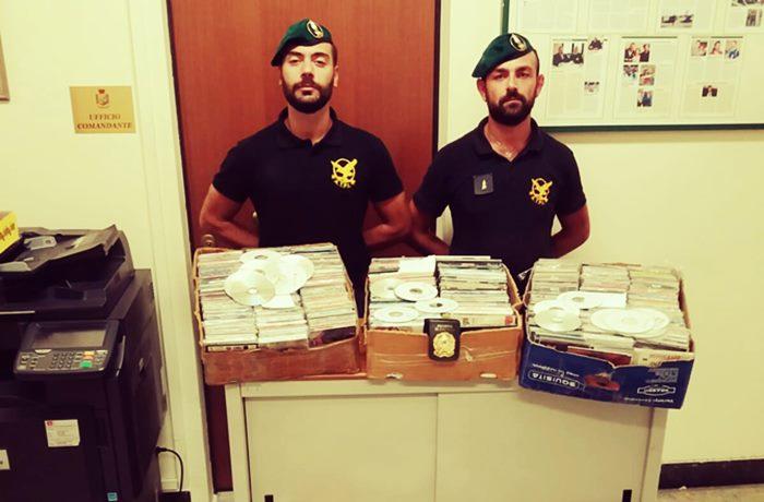 Vendeva cd contraffatti, ambulante sanzionato a Filandari