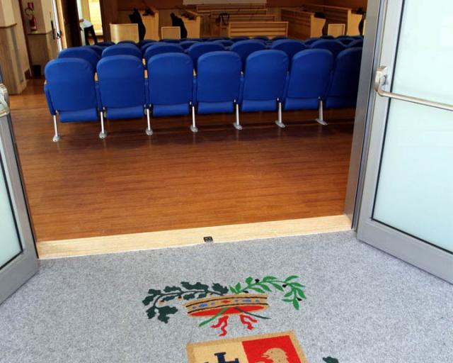 L'ingresso dell'aula consiliare della Provincia