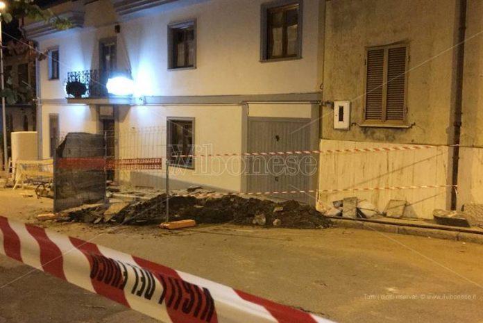 L'area del crollo in via Milite ignoto a Vibo
