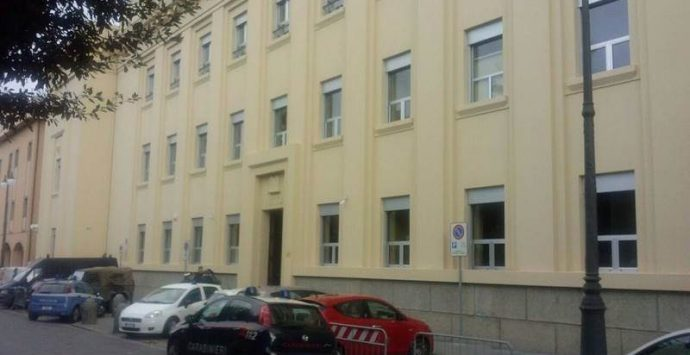 Raid contro i carabinieri e la caserma di Arena, il gip convalida i due arresti