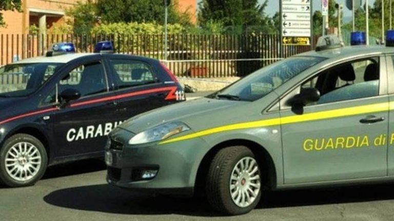 Ordigno ad alto potenziale, armi e auto rubate rinvenute dalle Fiamme gialle a Vibo