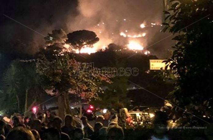 L'incendio durante la festa a Brattirò