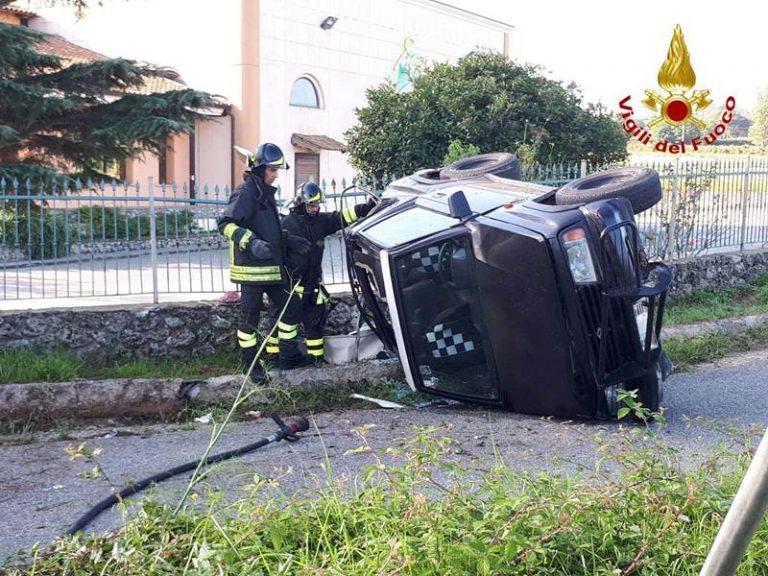 Incidente stradale nel Vibonese: auto si ribalta a Monte Poro