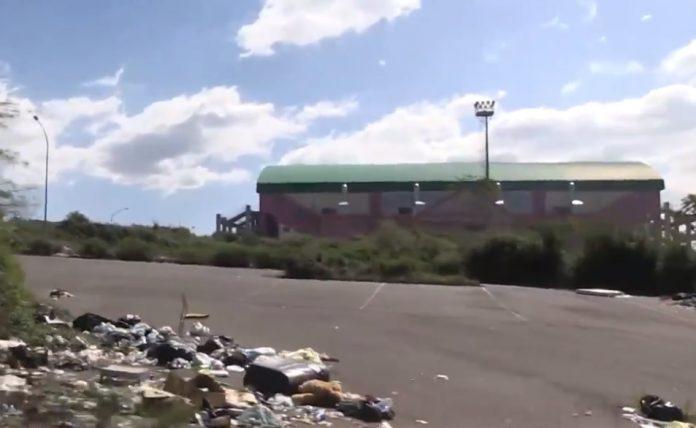 Il Palasport di località Maiata nel degrado