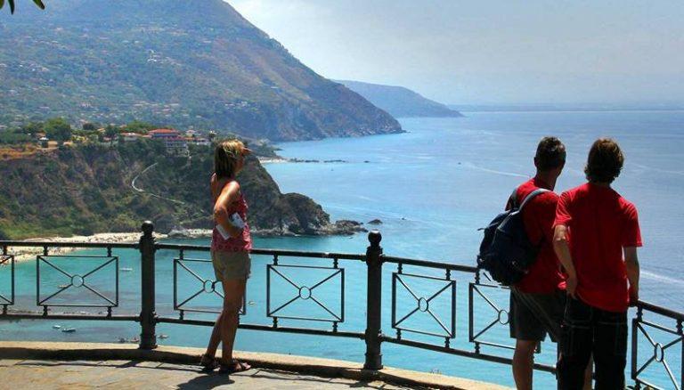 """La lettera   Se la """"Costa degli Dei"""" da paradiso si trasforma in purgatorio dei turisti"""